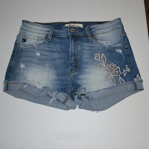 KanCan Modele Cut Off Jean Shorts